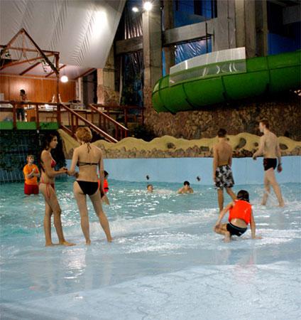 Девчонки в аквапарке Марьино