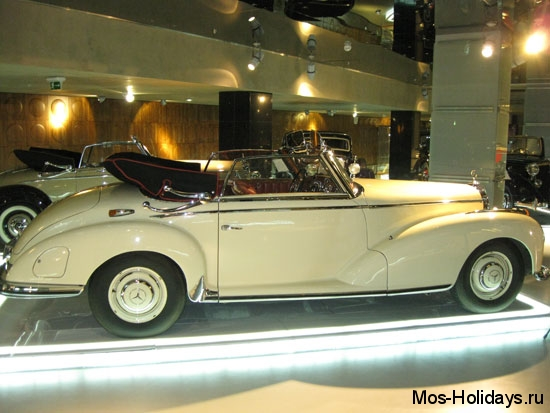 Мерседес в музее ретро автомобилей Автовилль