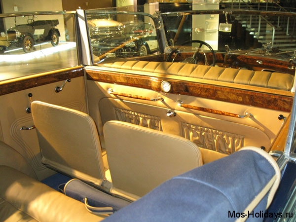 Интерьер Хорьха в музее ретро автомобилей Автовилль
