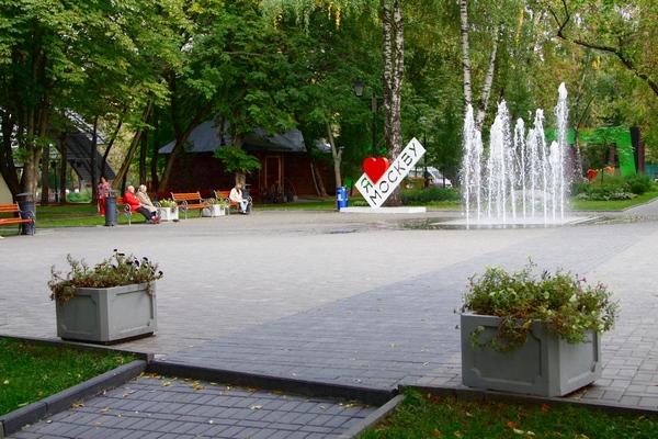 Сухой фонтан в Бабушкинском парке