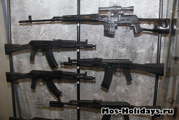 Различные модификации автоматов Калашникова.