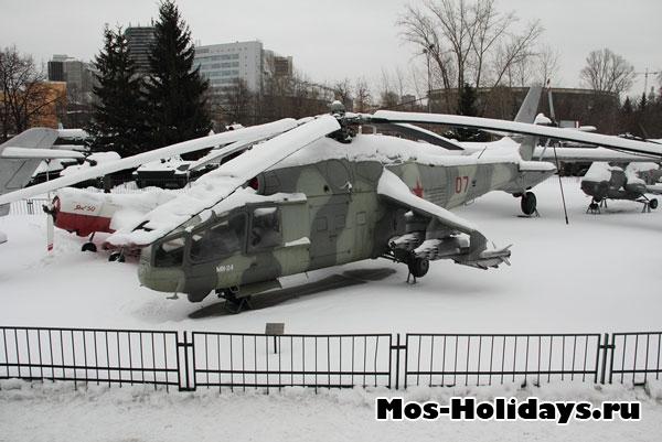 Военная техника на улице. Центральный музей вооружённых сил.