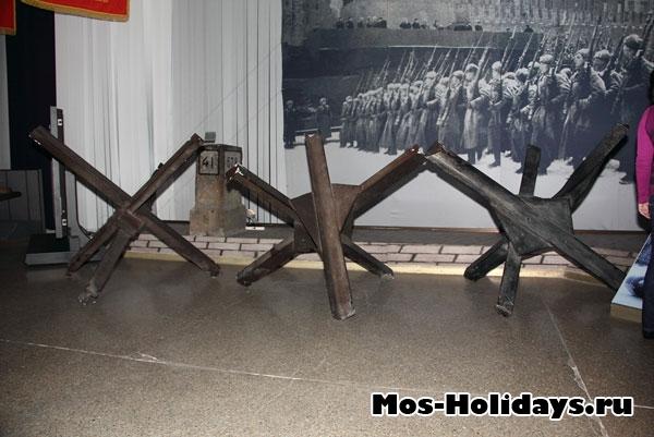 Заградительные ежи в музее вооружённых сил