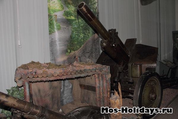 Гаубица, которая использовалась советскими войсками при битве за Днепр. Центральный музей вооружённых сил.