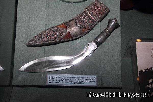 Нож кукри - национальное оружие непальских гуркхов. Центральный музей вооружённых сил.