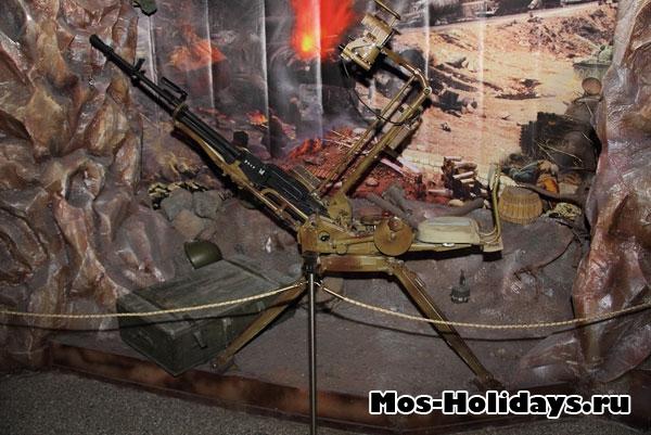Фотография в музее вооружённых сил.