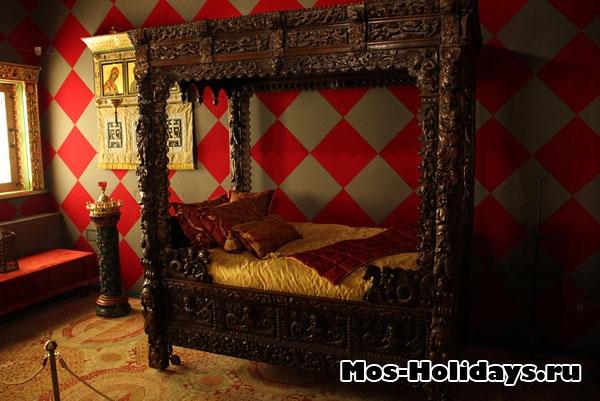 Кровать в опочивальне Алексея Михайловича