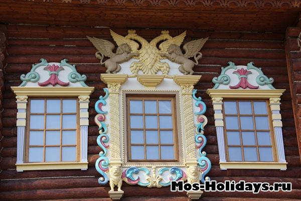 Окна дворца Алексея Михайловича в Коломенском