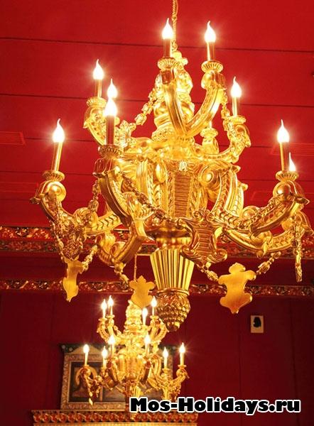Люстра во дворце Алексея Михайловича