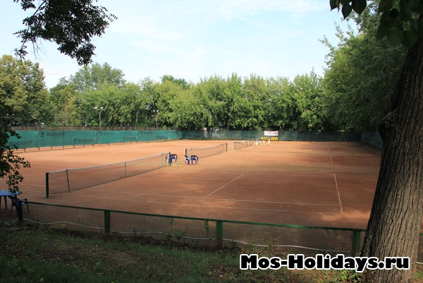 Теннисные корты в Екатерининском парке