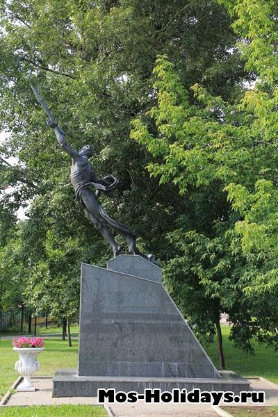 Памятник в Екатерининском саду