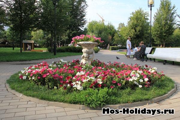 Клумба в Екатерининском парке