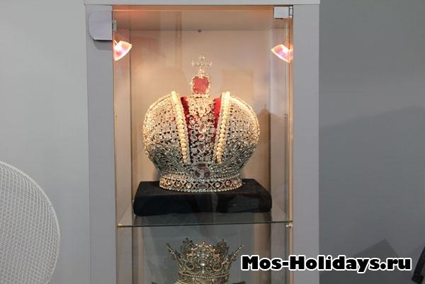 Корона из фильма Корона Российской Империи, музей Мосфильма