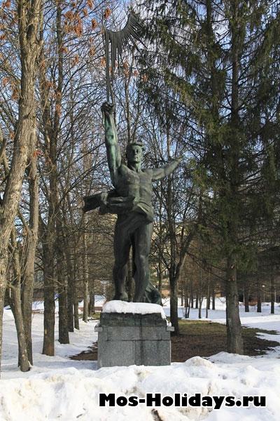 Памятник в ЦПК Звёздного Городка