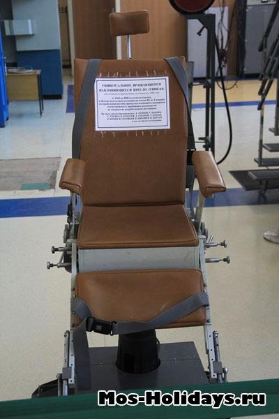 Универсальное вращающееся наклонающееся кресло