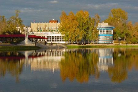 Белое озеро осенью