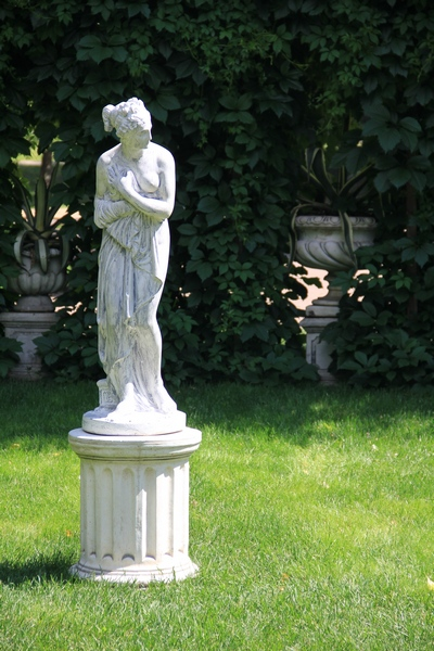 Скульптуры в Лефортовском парке