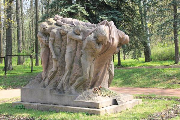 Скульптура в усадьбе Ленина в Горках