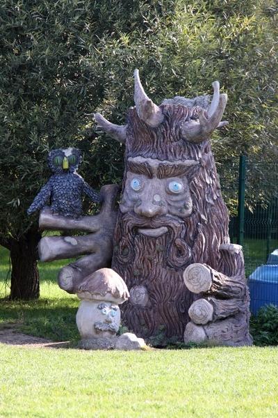 Сказочные герои в Лианозовском парке