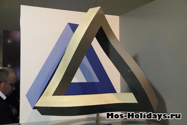 Необычный треугольник в Московском планетарии.