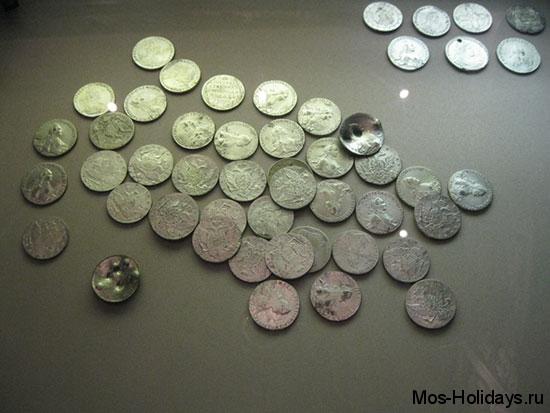 Российские рубли, найденные во время раскопок, находятся в музее археологии Москвы