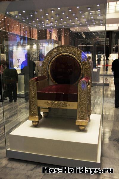 Тронное кресло в музее Отечественной войны 1812 года