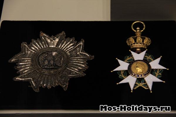 Знак ордена Почетного легиона и Большой крест ордена Почетного легиона.