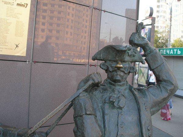 Памятник Барону Мюнхгаузену