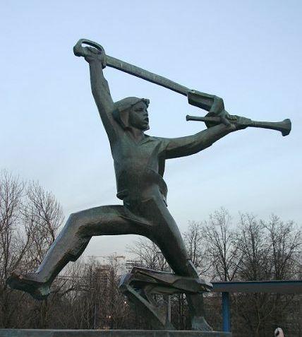 памятник Мальчишу-Кибальчишу