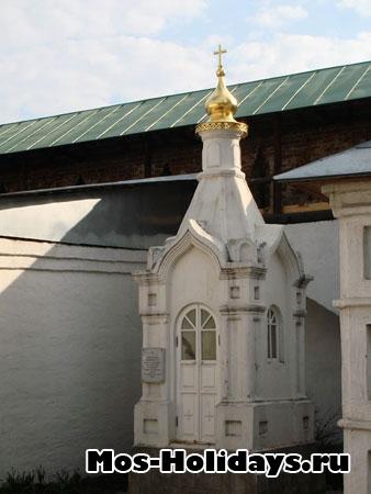 В Новоспасском монастыре покоится княжна Тараканова - внебрачная дочь Елизаветы Петровны