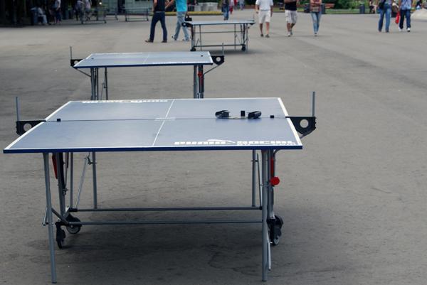 Площадка для игры в настольный теннис в Парке Горького