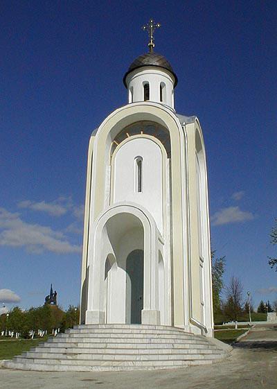 Часовня, построенная в память погибших в ВОВ испанцах, находится в Парке Победы в Москве