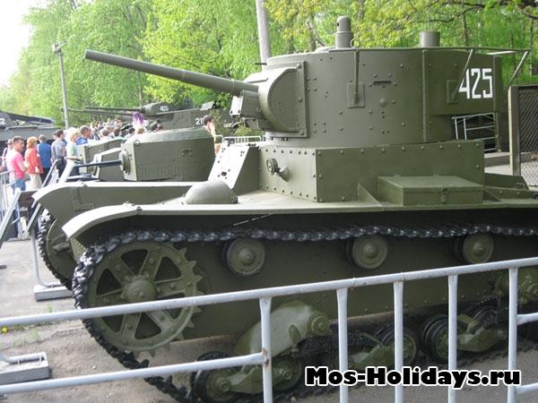Танки в музее военной техники в Парке Победы