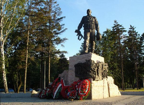 Памятник войнам-интернационалистам в Парке Победы в Москве