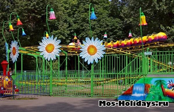Детская площадка в Перовском парке