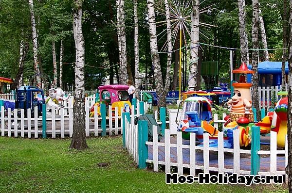 Детские площадки в Перовском парке