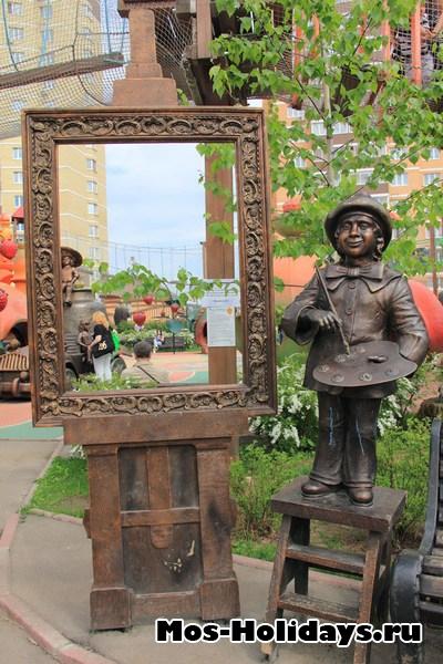 В детском парке Поселка совхоза им. Ленина