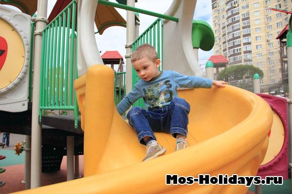 Детская площадка в парке Совхоза им. Ленина