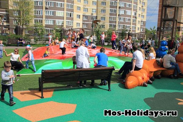 Батут в детском парке Поселка совхоза им. Ленина