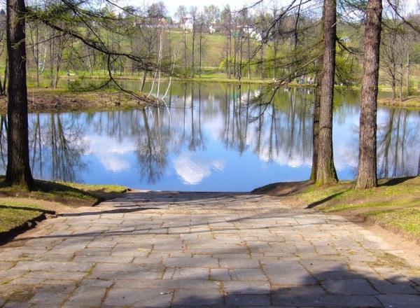 Вид на пруд в усадьбе Середниково
