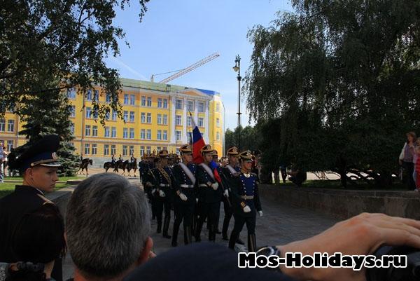 Церемония развода караулов в Кремле на Соборной площади
