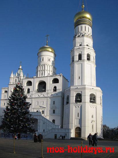 Колокольня Ивана Великого на территории московского Кремля