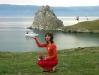 Моя девушка на фоне скалы Шаманки и Малого моря озера Байкал
