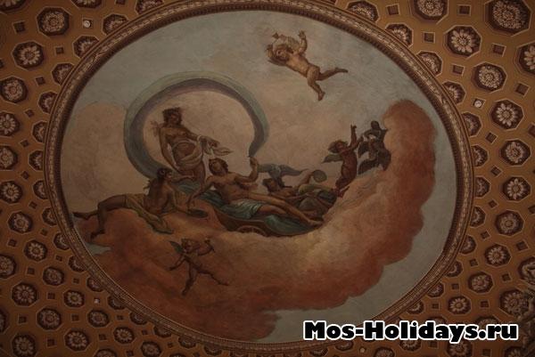 Изображение богини Венеры на потолке в Круглом зале усадьбы Люблино