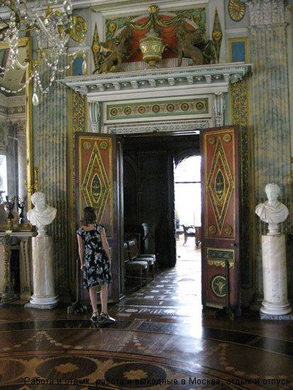 Вход в кабинет графа Шереметьева в Усадьбе Останкино
