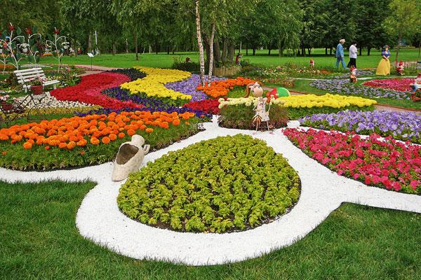 Клумба в Воронцовском парке