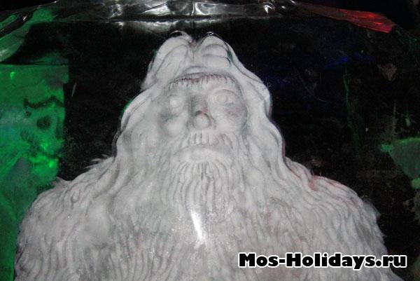 Древний человек на выставке ледяных фигур в Сокольниках