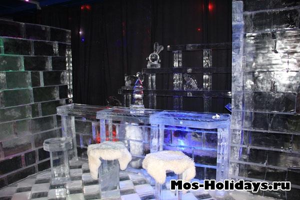 Что-то похожее на барную стойку на выставке ледяных фигур в Сокольниках