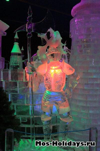 Рыцарь на выставке ледяных фигур в Сокольниках