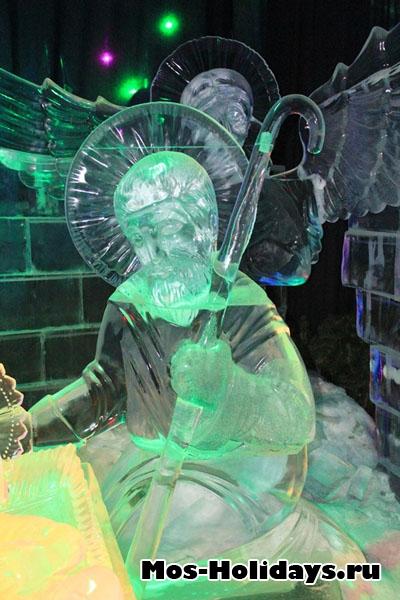 Сюжет из Библии на выставке ледяных фигур в Сокольниках